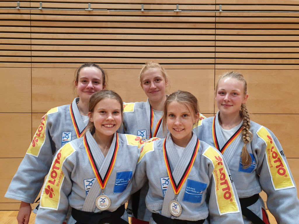 Una Radowsky/ Angelina Seibelt/ Josephine Richter / Lotte und Luise  Averkorn