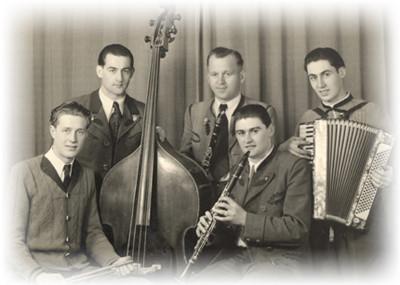 Damals noch zu fünft, die Gründungsformation der Dellnhauser Musikanten um 1948.