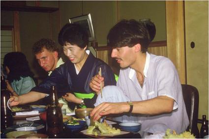 Auf einer ihrer zahlreichen Auslandsreisen. Michael Eberwein und Fritz Winter in Japan.