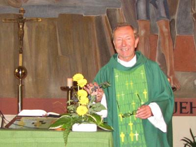 Pfarrer Josef Markl begüßt alle Pfarrangehörigen im neuen Arbeitsjahr 2014/2015