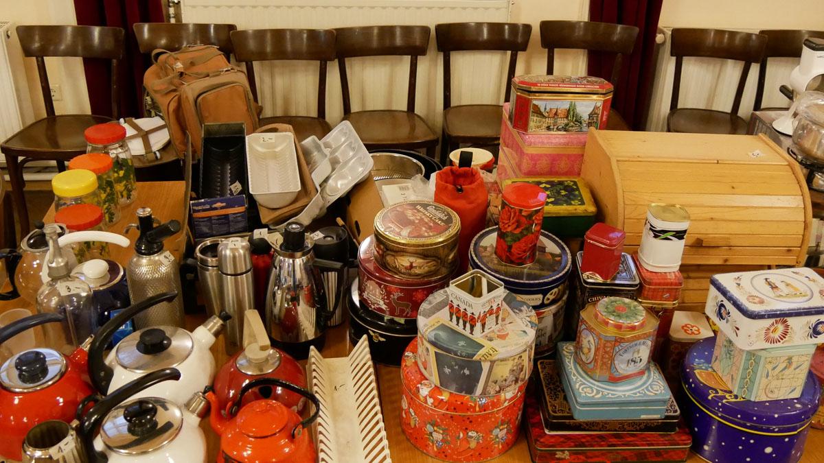 Teekannen, Einmachgläser, Thermoskannen, Sodaflaschen, Keks/Blechdosen, Brotdose