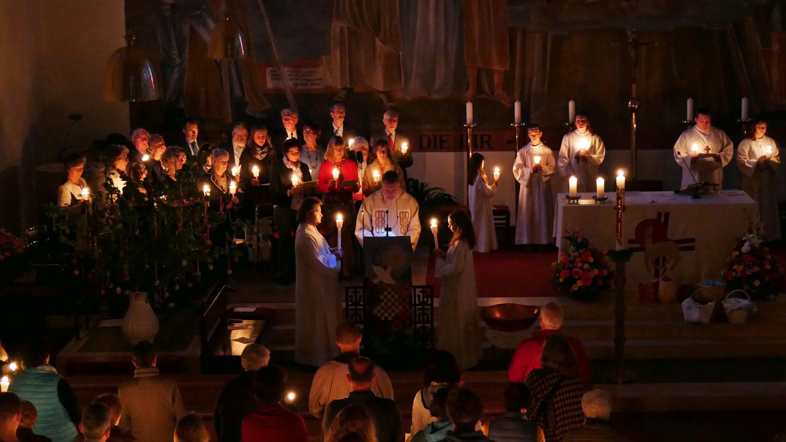 Ostersonntag, Auferstehungsfeier. Kirchenchor.