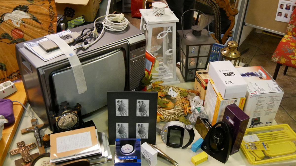 TV, Laternen, Uhren, Fotorahmen, Kreuze, etc.