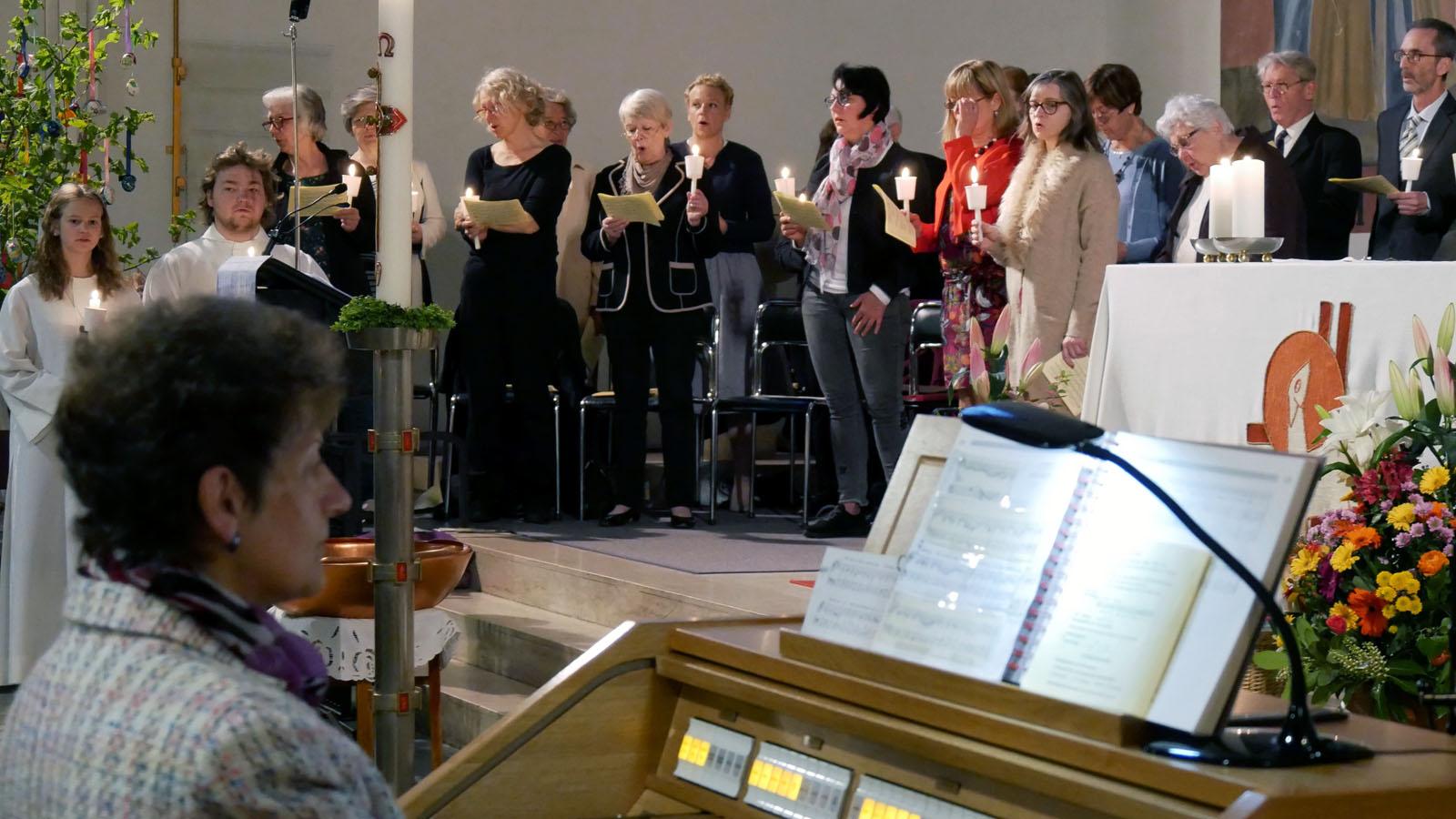 Ostersonntag, Auferstehungsfeier. Halleluja mit dem Kirchenchor