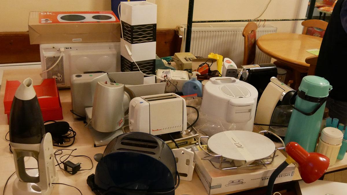 Elektro-Küchengeräte, Toaster, Handstaubsauger, Lampen