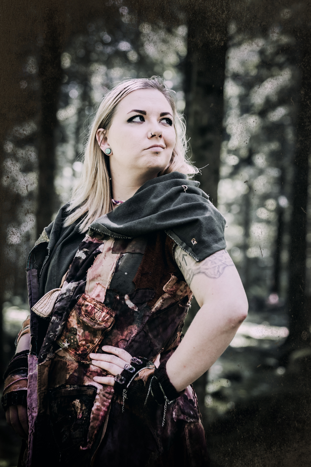 Fantasy Larp Cosplay Rollenspiel Portrait Fotografie  Kostüm Fotograf kreativ Wien Vogt Wangen Ravensburg Fantasievoll Fine Art Shooting Model Photoshop Bildbearbeitung Endzeit Postapokalyptisch Kriegerin