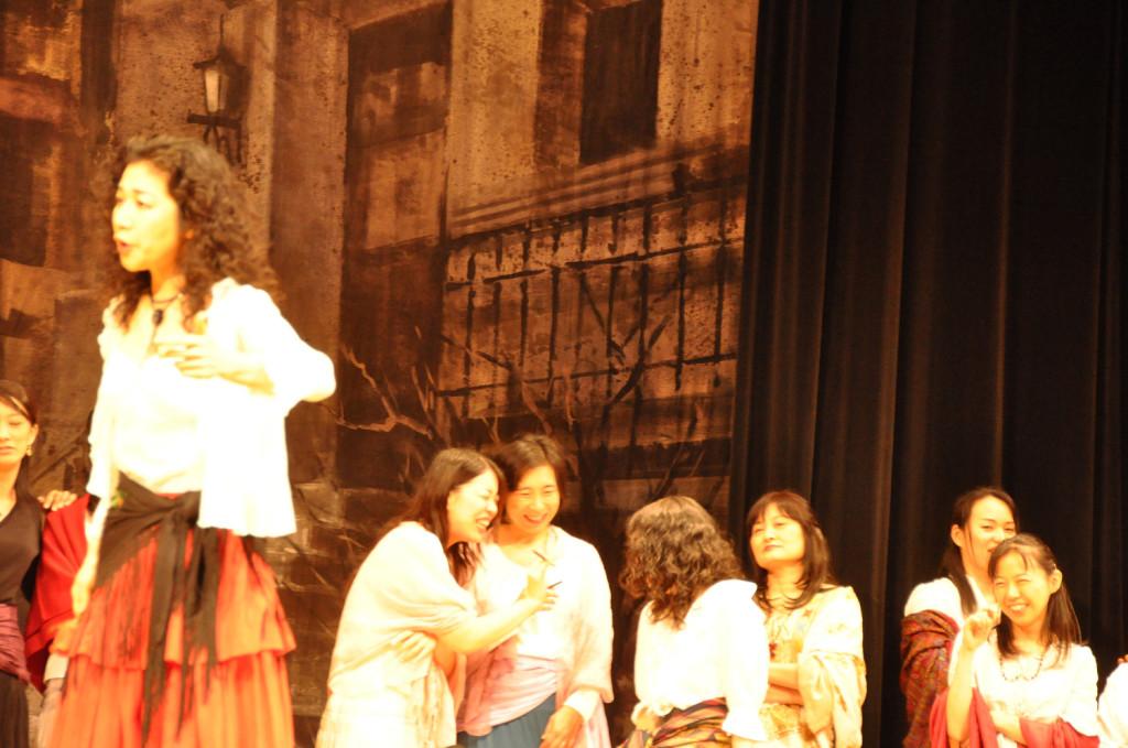 カルメン登場!初めての舞台なのに皆とてもリラックスした表情!