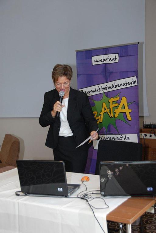 """Mag. Susanne Übellacker präsentierte die """"BAFA – Kampagne"""" des Österreichischen Baustoff Ausbildungszentrums"""