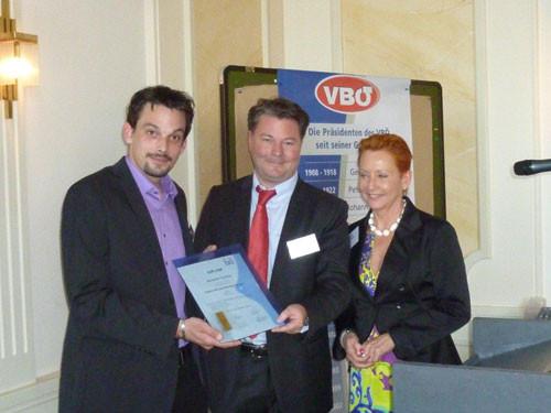 """Die ersten Absolventen des Lehrganges zum """"Diplomierten Bauprodukte Faschberater"""" erhielten 2011 ihre Diplome überreicht"""