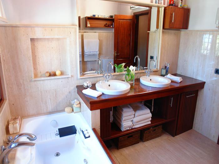 Elegantes Bad mit Dusche im Ferienhaus auf Teneriffa mit Pool in Los Realejos