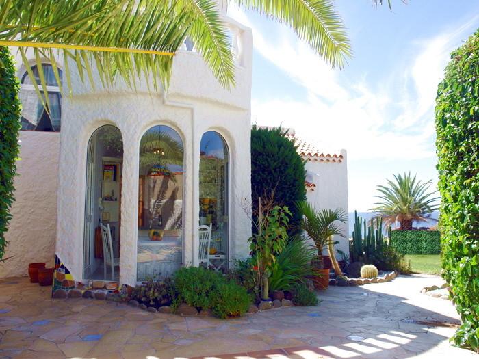 Hochwertige Urlaubsvilla mit Garten, Sonnenterrassen mit 470qm Grundstücksfläche in Playa Paraiso