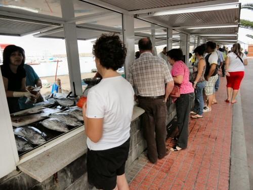 jeden Tag frischen Fisch vom Fischmarkt in Las Galletas