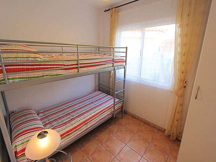 3. Schlafzimmer, als Kinderzimmer eingerichtet.