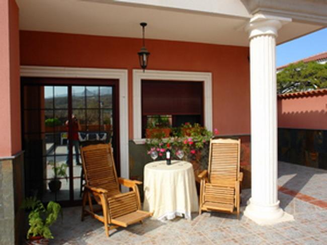 Terrasse mit Blick zum Pool der Villa Veronique in Los Christianos auf tenerife