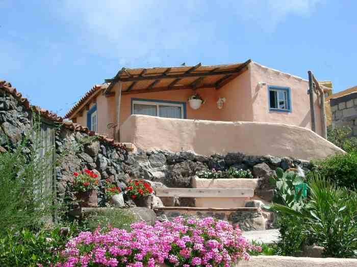 Ferienhäuschen auf der Finca Palo Alto in Guia de Isora mit Pool und Whirlpool auf teneriffa