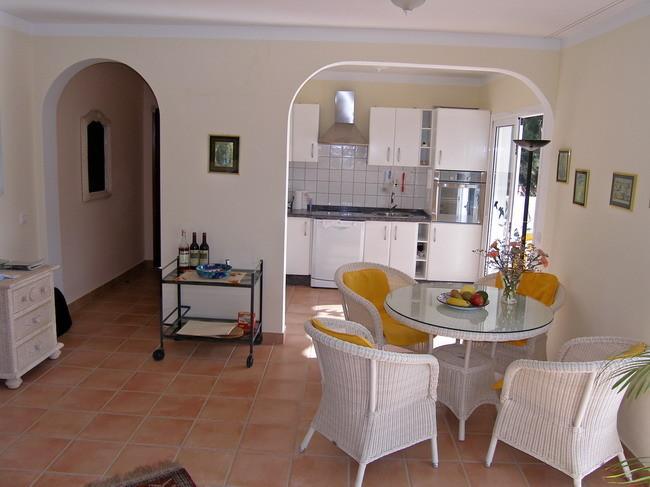 Essbereich mit Tisch und Stühlen der Villa Kimba in Chayofa auf teneriffa