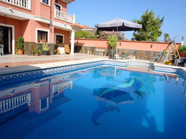 solar beheizter Pool der Villa auf Teneriffa im Süden von Los Christianos