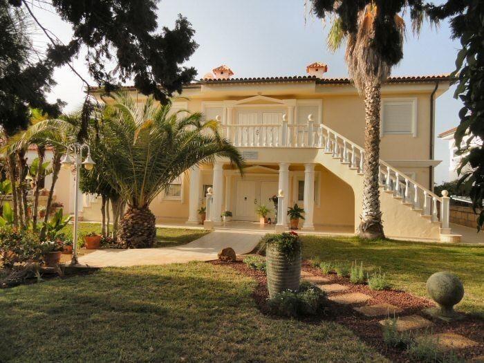 Villa in Chayofa mit Pool, exclusiver Penthauswohnung und Ferienwohnungen auf teneriffa