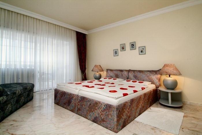 Elternschlafzimmer mit Doppelbett im Penthaus in Chayofa auf Tenerife mit Pool
