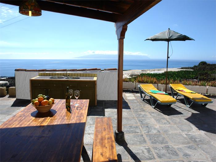 Genießen Sie von derTerrasse aus den herrlichen Meerblick und auf die gegenüberliegende Insel La Gomera.
