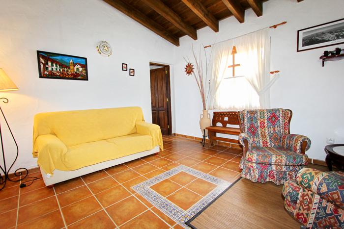 Fernseher im Wohnzimmer mit Blick auf die Schlafzimmer.