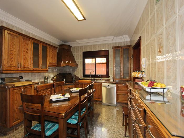 voll ausgestattete Küche der Villa Veronique auf teneriffa im sonnigen Los Christianos
