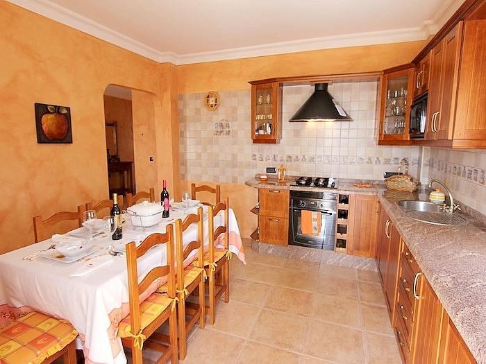 Küche in der Hauptwohnung