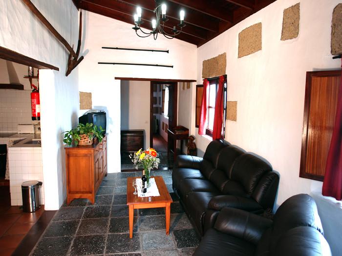 Ferienhaus Nanno ist aufgeteilt in 2 Wohnzimmer, 4 Schlafzimmer, 4 Bäder, Raum mit 2 Waschmaschinen