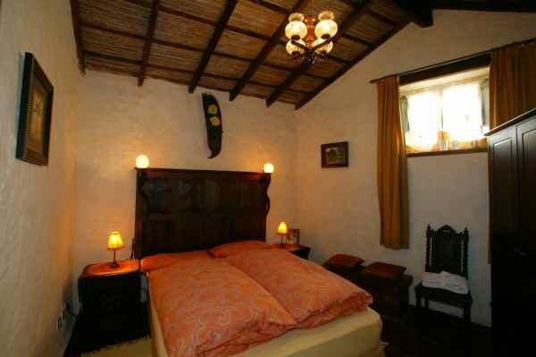 2.Schlafzimmer mit Doppelbett im Ferienhaus mit Terrasse, Pool und Interent in Tenerife