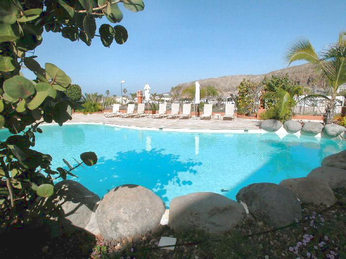 Das exclusive Penthaus Carmen – Cita mit Whirlpool, beheiztem Gemeinschaftspool und herrlichem Meerblick befindet sich in Palm Mar in einer ruhigen Gegend im Süden auf Teneriffa.