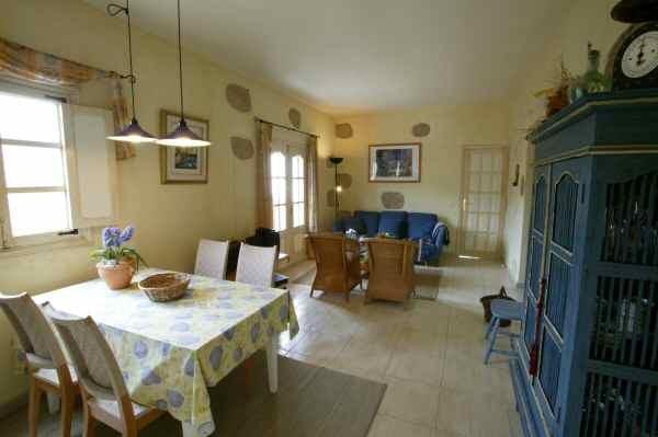 Wohn-Essbereich vom Ferienhaus mit Terrassen und Pool in Guia de Isora auf Tenerife
