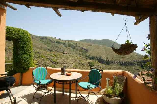 Terraase mit Sitzmöbeln und herrlichem Blick in Guia de Isora auf teneriffa