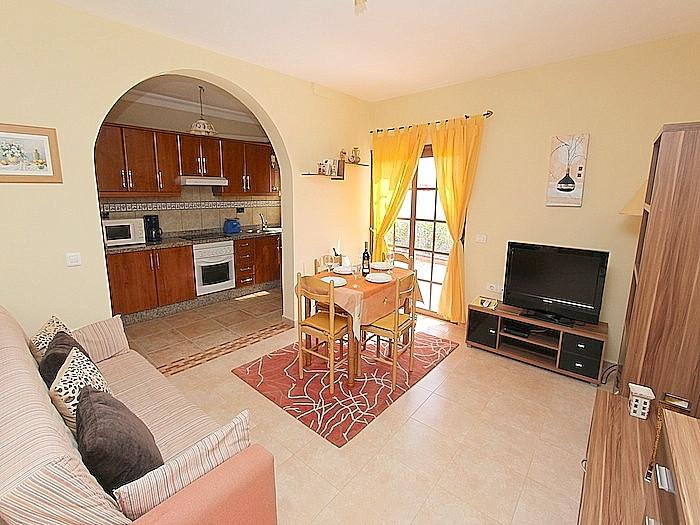 Wohnzimmer mit Blick zur Küche von der Nebenwohnung