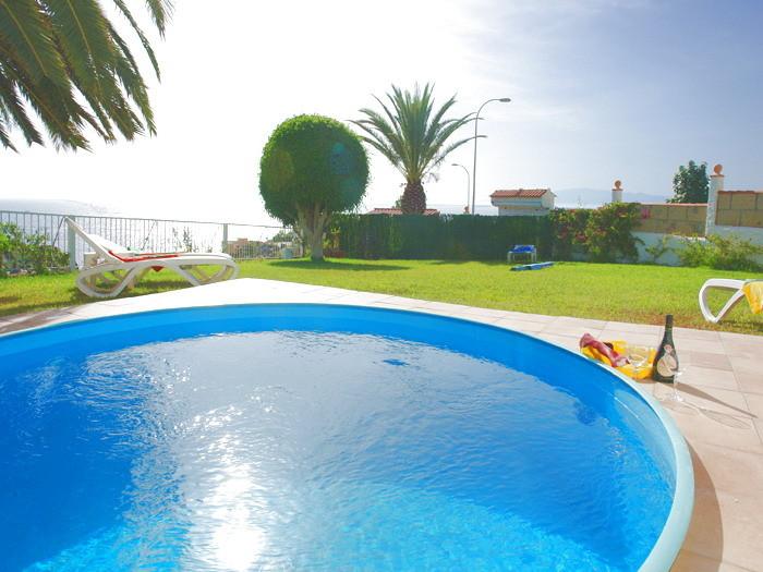 Runder Pool mit Sonnenenergie der Villa auf Teneriffa