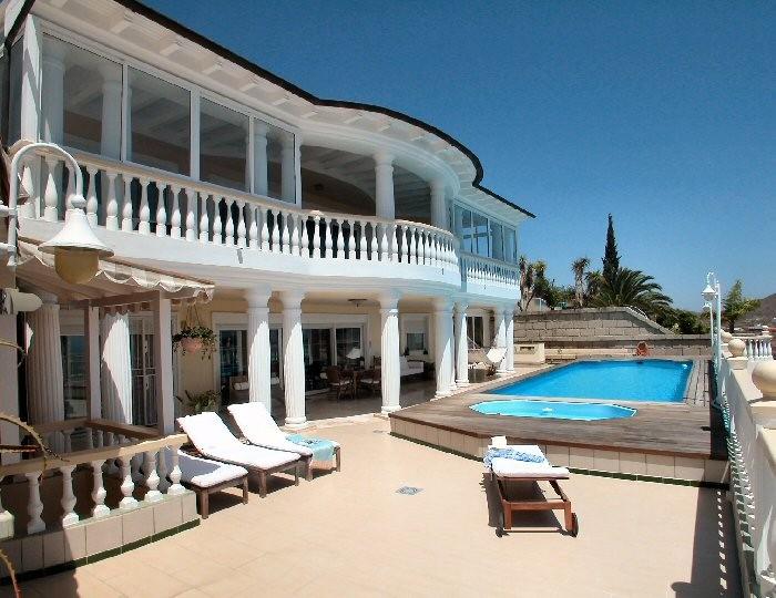 Exclusive Penthauswohnung mit Pool und Internet in Chayofa im Süden auf teneriffa in einer eleganten Villa mit eigenen Ferienapartments für bis zu 6 Personen, ideal für Familienurlaub.