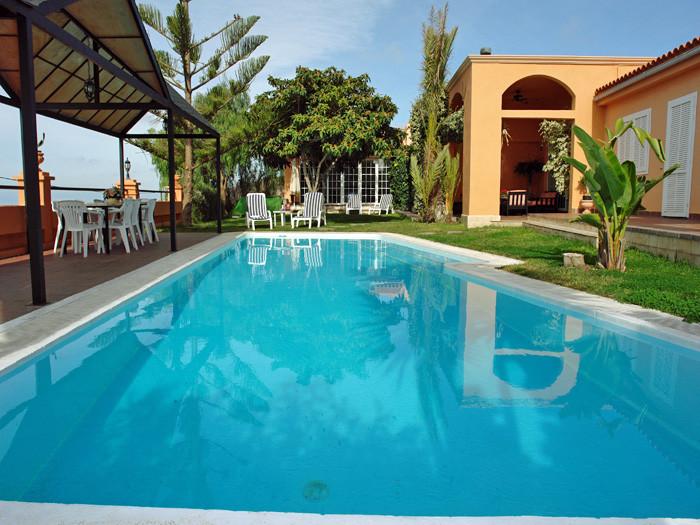 Eine exclusive Villa für Ihre Ferien zu mieten mit Pool, Gartengelände und grosser Terrasse auf wunderschönen Anwesen auf Teneriffa.