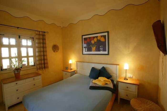 Schlafzimmer mit Doppelbett im Ferienhaus mit Pool auf Teneriffa