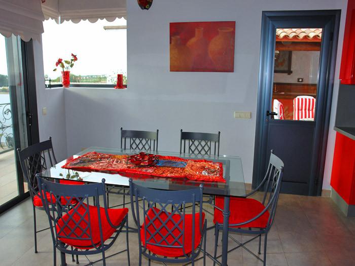 Esstisch mit 6 Stühle bei der Küche