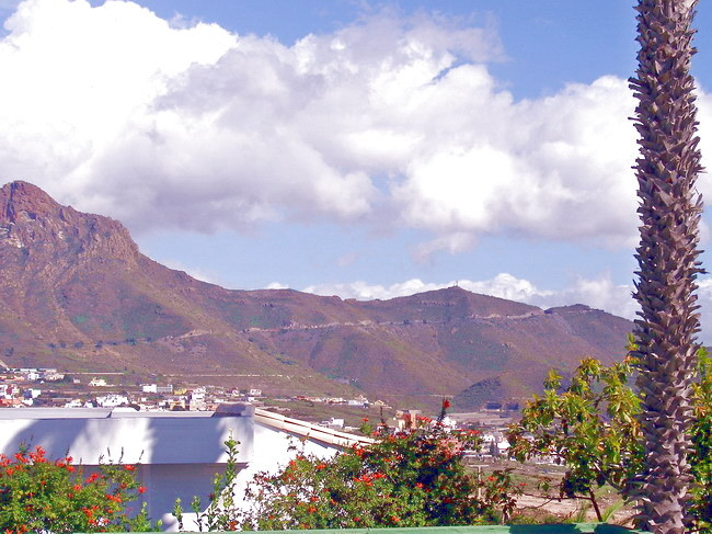Traumhafter Blick auf die Berge von Chayofa auf Tenerife