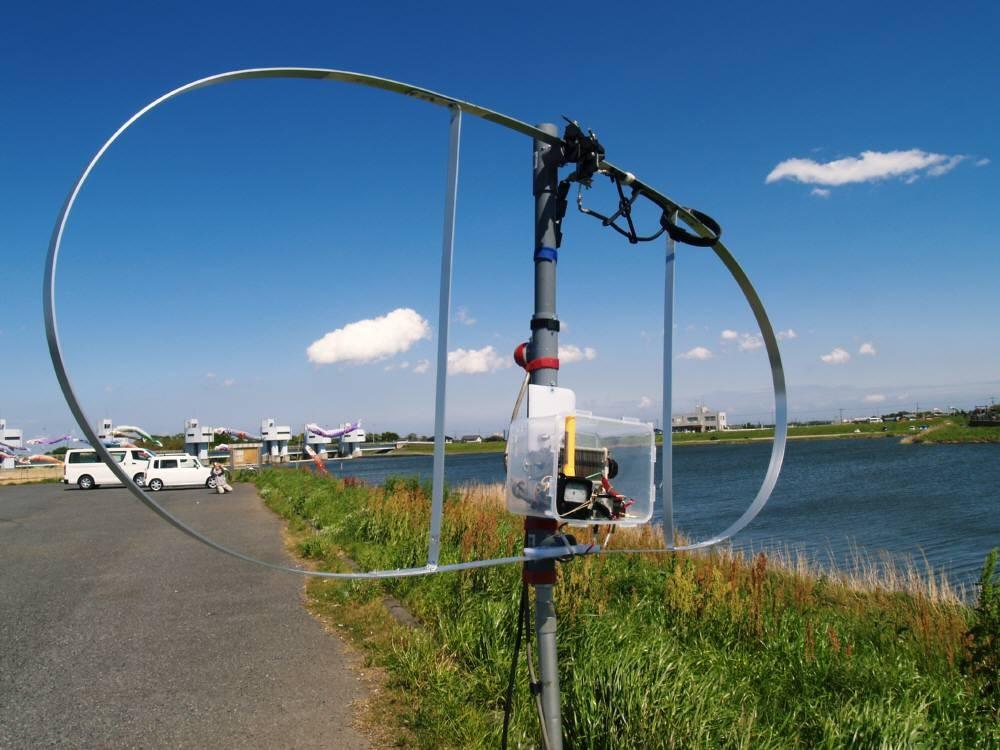 茨城県取手市小貝川岡堰駐車場移動運用:CIS-MLAダブル・ループANT給電部とエレメント間を100円帯磁石位置を変えリンク交信DX