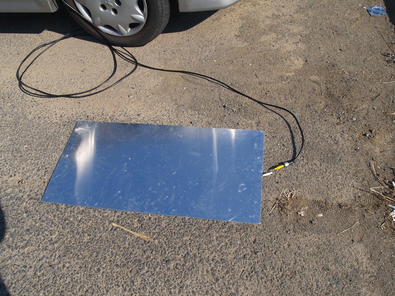 移動:1枚アルミ板ANT(45x90cm)での運用:同軸ケーブルは直線状態が良い。写真状態でも交信可能でした。