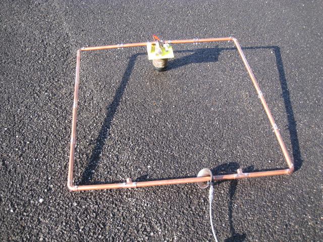 TV用ヨークコアに同軸二回巻き給電/Φ22mm銅管をコアに貫通/全周長4mでLOOPのTOPが0mH:1辺1m長:MAG-LOOP地盤面置き