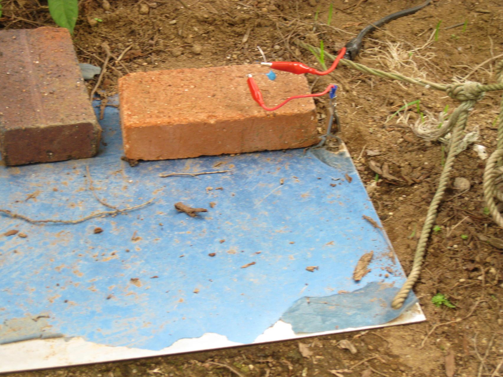 地上高ゼロメートル/地面置きアルミ板ANTに直列にコンデンサーをつけて給電