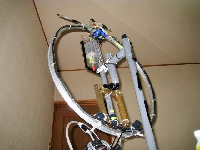 Φ直径65cmMLA(JK1IDV製作で当局が譲渡を受け、同調機構等の一部を変更いたしました。)5mH垂直自宅二階室内