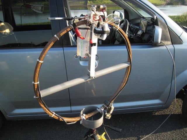 下方寄りに主LOOPを貫通させたバラン用コア取付、耐熱線ケーブル三回巻きで給電HFバンドDX交信可能