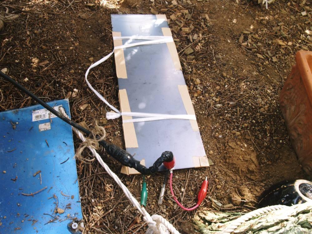多用途接続端子付き「15×45cm鉄板」アンテナ(国内・国外)で交信出来ました。5D-SFA等同軸ケーブル15m使用。同軸芯線接続各バンド可