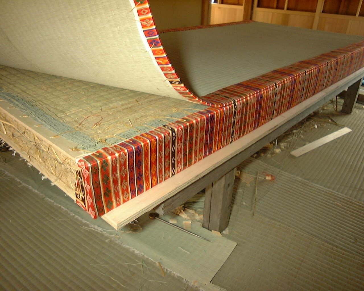 天皇家の御厚畳は二重縁と定められています。