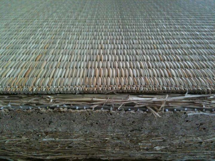 稲藁床とヤンバル畳。。丈夫が一番なら、ベストマリアージュ・・・