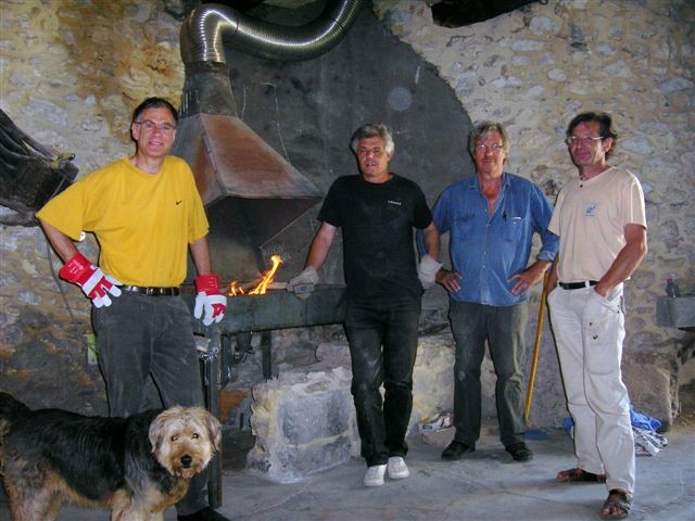 Christian, Raymond, Jean-Luc, Bertrand devant le premier Feu!