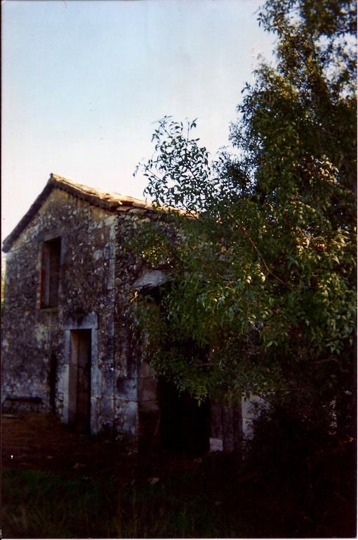 Les Masses. façade Nord de la Grange en 1995